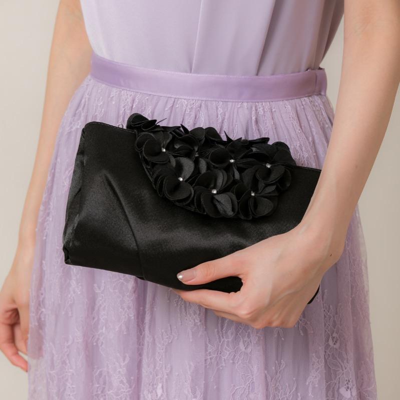 黒のフラワーモチーフバッグ
